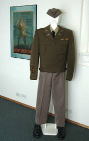 pictures of army uniforms