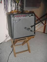 microphone guitar amp