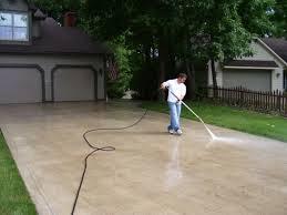 pressure washing driveway