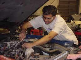 pictures of auto mechanics