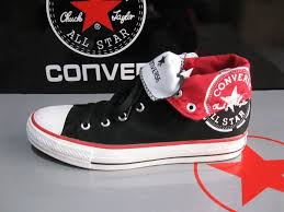 converse red shoe