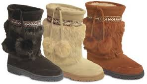 boots with pom pom