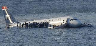 avion en el rio