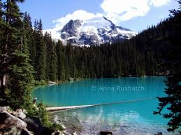 pictures of lakes in canada