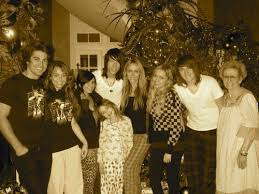 miley cyrus and her family pictures