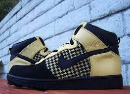 black and gold nike dunks
