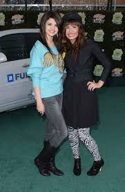 pictures of selena gomez and demi lovato