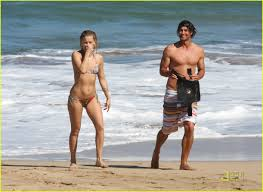 kate hudson adam scott hawaii