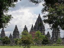 LATAR BELAKANG DAERAH ISTIMEWA INDONESIA -