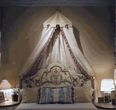 beds with canopies