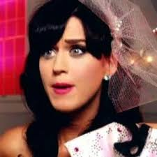 Katy Perry covers herself withpizza