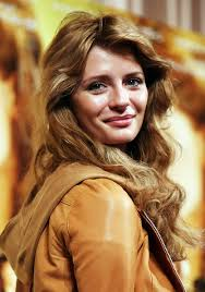 1 mischa barton closing the ring