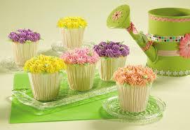 flower cupcake decorating