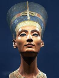queen nefertiti sculpture