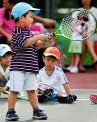nuovi utenti - Pagina 3 Children-playing-tennis
