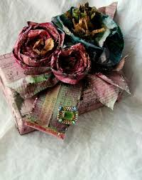 Tutorial On How To Make These GORGEOUS Flowers From Newspaper And Food DyeRepin