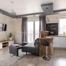 wohnzimmer offen zur küche stockfoto und mehr bilder arbeitsplatte