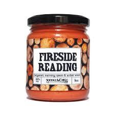 vieux livre de cuisine lecture au coin du feu bougie bougie de livre livre par le