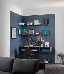 bureau discret coin bureau mis en lumière par 1 couleur différente chambre ado