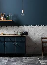 recouvrir faience cuisine le carrelage mural en 50 variantes pour vos murs recouvrir