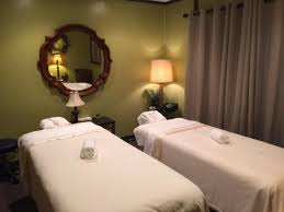 COUPLES TREATMENT ROOM LUXURIOUS SPA TREATMENTS