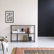 regal aus metall und massivem ulmenholz 130 x 90 isak