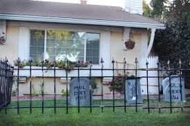 Halloween Graveyard Fence by How To Make A Cheap Cemetery Fence For Halloween Ehow