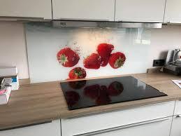 spritzschutz aus glas für die küche an herd spüle
