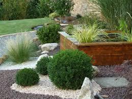 amnagement extrieur devant maison cool gramines au jardin en plus