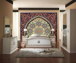 la chambre marocain tête de lit orientale et porte marocaine