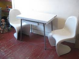 RETRO 60s CHROME AND FORMICA KITCHEN TABLE TWO PANTON STYLE FIBRE GLASS CHAIRS VINTAGE
