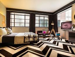 chambre chocolat et blanc craque pour un de ces hôtels chocolat room5