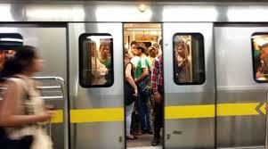 Delhi Metro briefly runs with one gate open