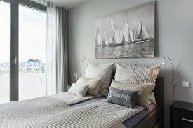 schlafzimmer in hellen farben mit bild kaufen 12580358