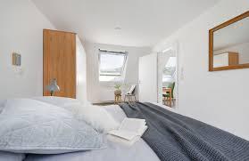 schlafzimmer im dachgeschoss einrichten velux magazin