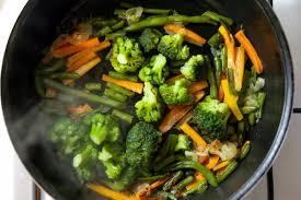 cuisiner avec un wok le b a ba de la cuisine au wok
