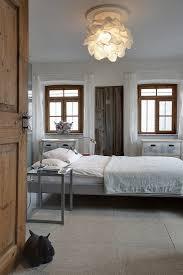 blick ins schlichte schlafzimmer mit bild kaufen