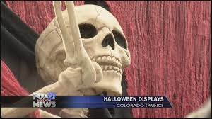 Spirit Halloween Colorado Springs by Colorado Springs Family Decks Out Their House For Halloween