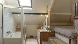 chambre avec salle de bain aménagement d une chambre sous combles avec salle de bain l