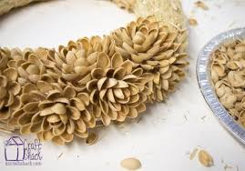 Craft To Turn Old Pistachio Shell Nuts Into A Beautiful Wreath