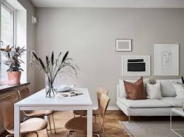 minimal home with warm colors bunte inneneinrichtung