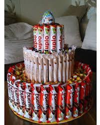 torte aus schokoriegeln süßigkeiten geschenk süßigkeiten
