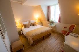 chambre supérieure avec baignoire balnéo photo de augeval hotel