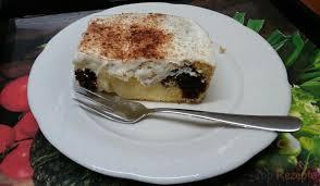 kuchen mit pudding saurer sahne und zimt