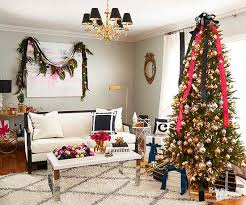 Saran Wrap Christmas Tree With Ornaments by How To Put Lights On A Christmas Tree