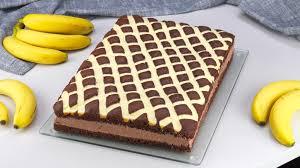 kuchen mit schokopudding vanillecreme und bananen