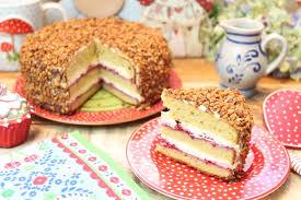 low carb frankfurter kranz als torte