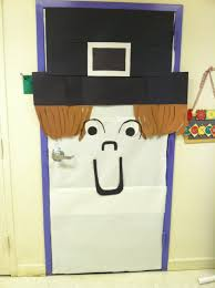 Kindergarten Thanksgiving Door Decorations by Pilgrim Door Decor For Thanksgiving Bulletin Boards