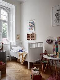 chambre d enfant vintage un lit d enfant vintage qui donne du style à la chambre chambre