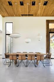 moderne polsterstühle am großen tisch im bild kaufen